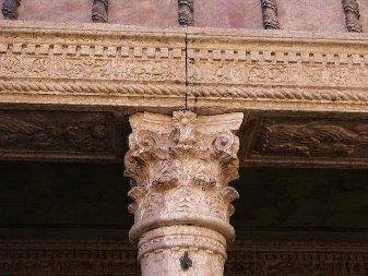 particolare_capitello_portici_casa_del_mercante_Mantova