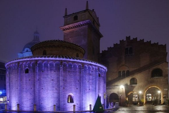 Mantova_La_Rotonda_di_San_Lorenzo_di_notte