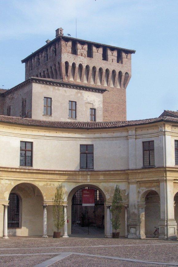 Mantova_Piazza_Castello