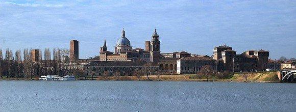 Mantova_vista_dal_lago