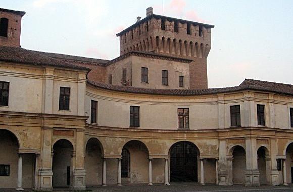 Mantova_Palazzo_Ducale_Piazza_Castello
