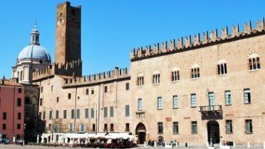 Mantova_Piazza_Sordello_Palazzo_Bonacolsi