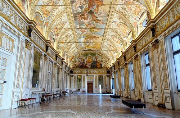 Mantova_interno_sala