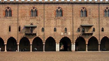Mantova_il_Palazzo_Ducale_vista_frontale